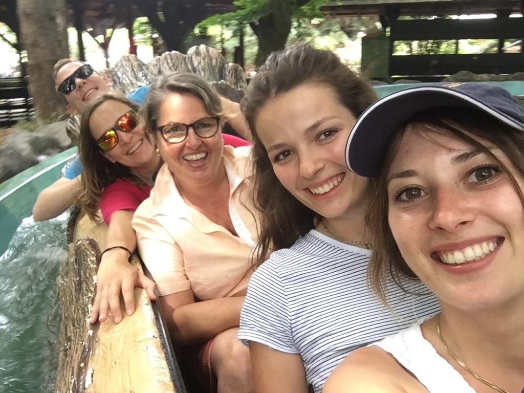 Comperis Team in einer Wildwasserbahn im Europapark